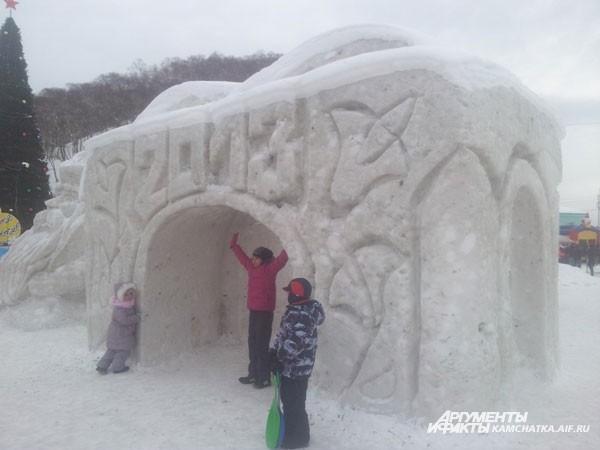 Зато детям снежок принёс много радости