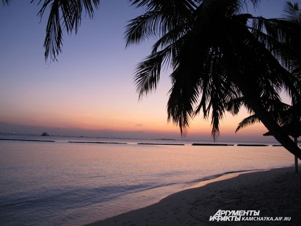 Романтичный закат. Мальдивы
