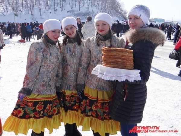 Творческие коллективы тоже поздравили горожан с праздником