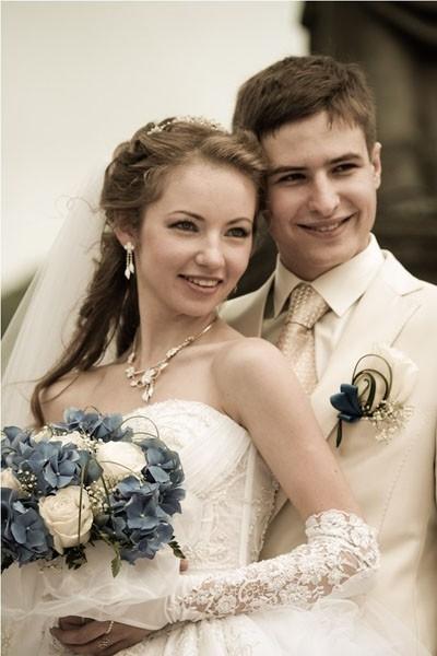 Молодожёны Алиса и Иван Крайневы