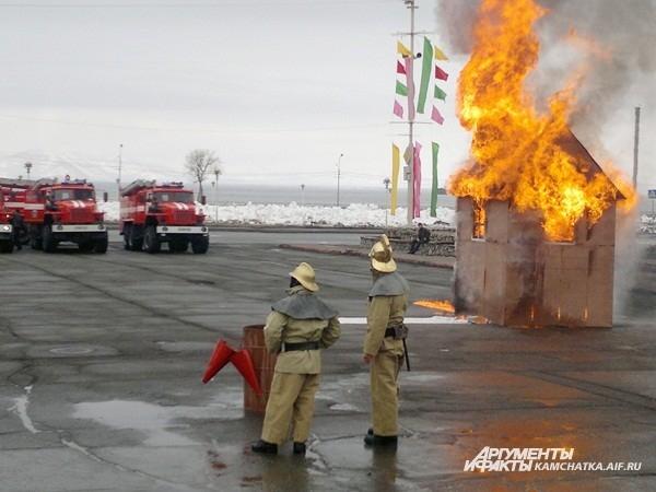 Заранее приготовленный дом вспыхнул моментально