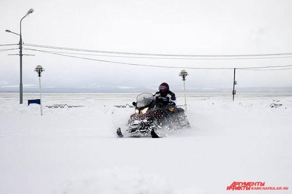 По центру Петропавловска — на снегоходе!