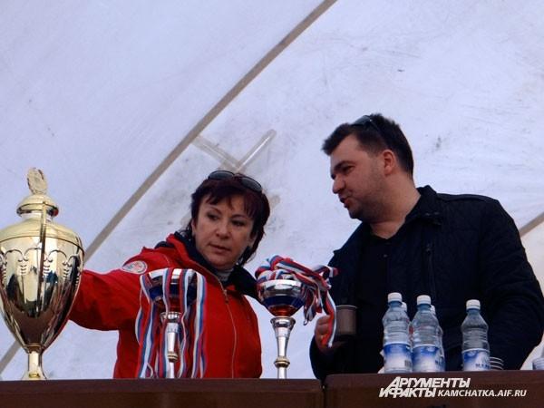 Сити-менеджер Петропавловска Алексей Алексеев готовится к награждению победителей