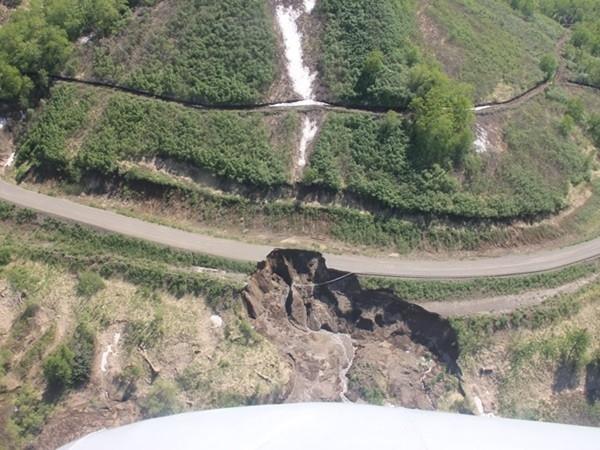 Всего обрушилось более 800 метров дороги