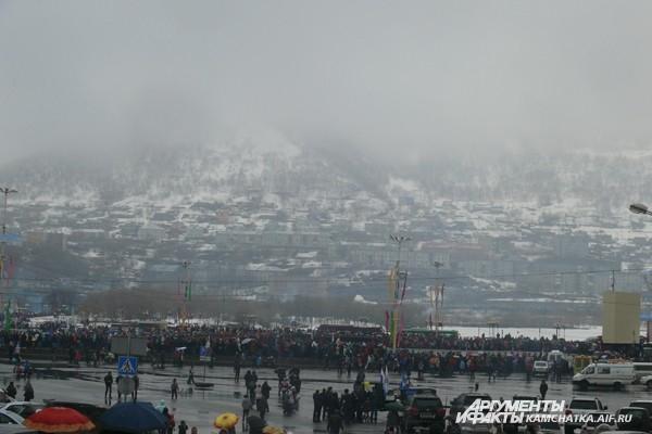 В центре Петропавлоска 9 мая дождливо и туманно