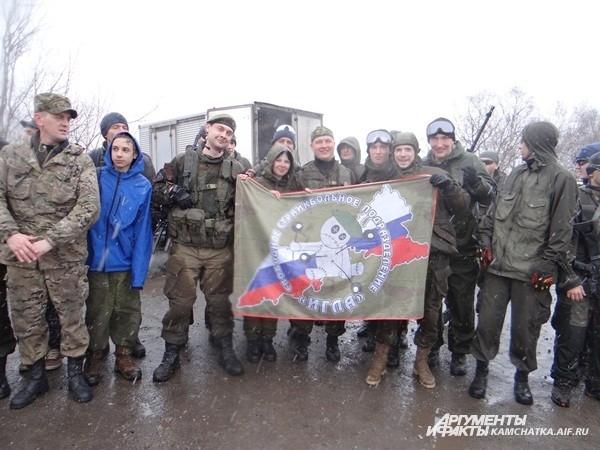 Команда «Игла» с собственным знаменем
