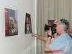 Известный фотограф Виктор Гуменюк. Экспозицию прошлого года украшал и его шарж.