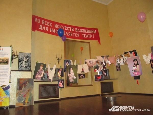 Выставка заняла каждый уголок театра