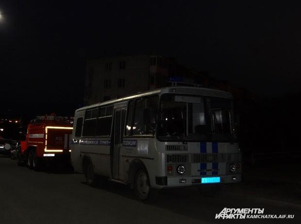 Безопасность собравшихся охраняли полицейские и пожарные
