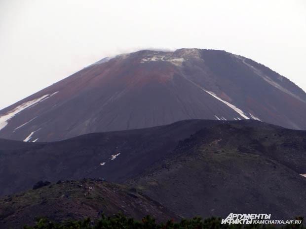 До вершины Авачинского вулкана нужно идти далеко не один час…