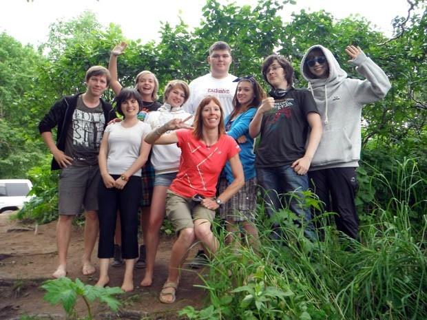 Домой Кристиана и Лаверию повожали десятки новых друзей!