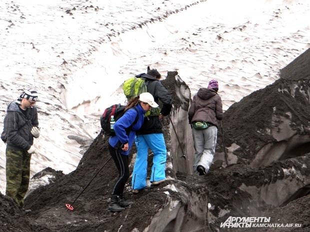 Шли по камням и снежникам