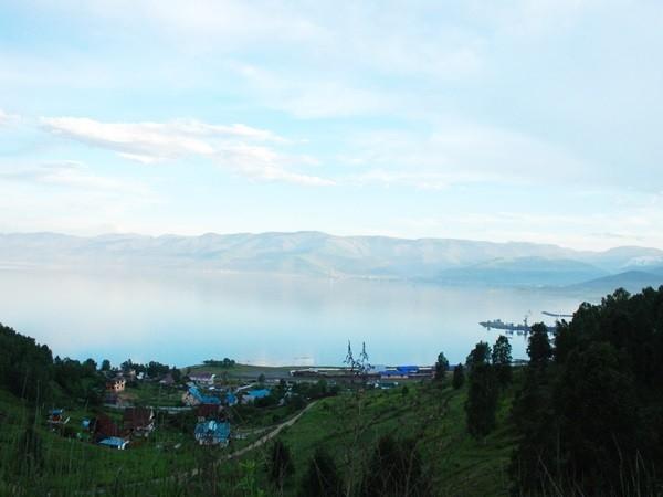 Вид на поселок Култук и озеро Байкал