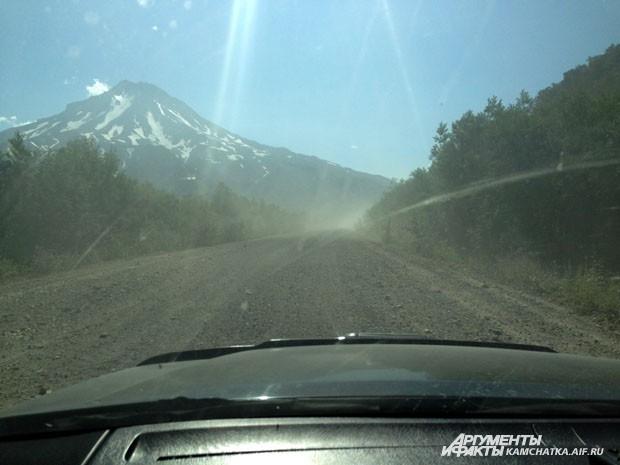 Дорогу к вулкану комфортной не назовёшь, но открывающиеся виды с лихвой компенсируют все неудобства!