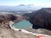 Жемчучина Горелого — кислотное озеро в одном из кратеров вулкана