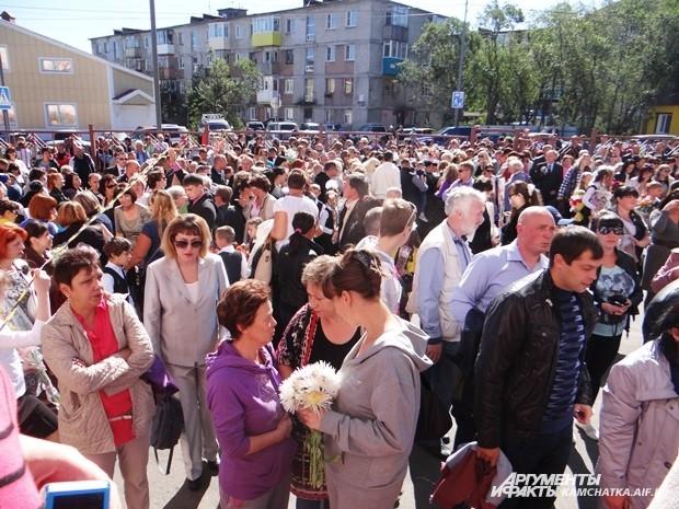 На линейках в Петропавловске было не протолкнуться.