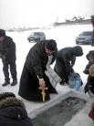 Отец Василий освятил в иордани воду.