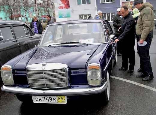 Добрался до Яи  и старичок Мерседес очень похожий на авто Владимира Высоцкого