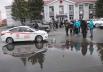 На центральной площади поселка через лужи смогли проехать только автомобили советского производства