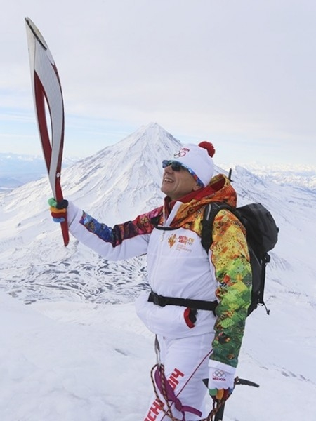Вечером 12 ноября Олимпийский огонь поднимали на вершину Авачинского вулкана.