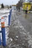Обычная кемеровская тротуарная обочина