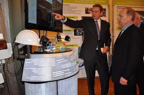 Премьер-министр России Владимир Путин на выставке.
