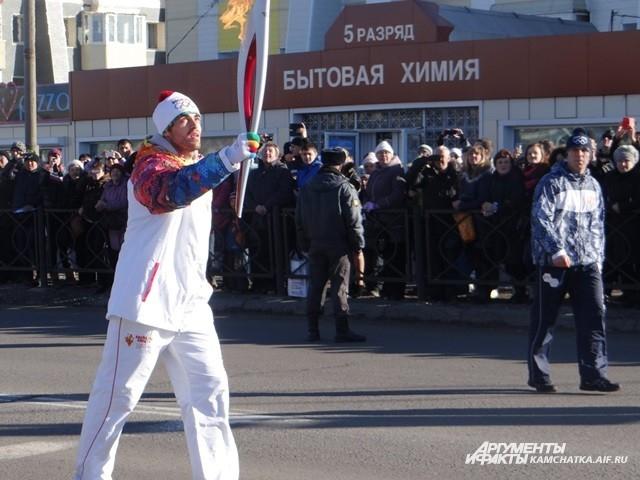 Годерзи Капанадзе с факелом.