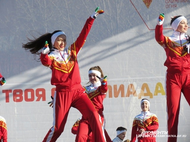 А в это время в центре Петропавловска проходила концертная программа.