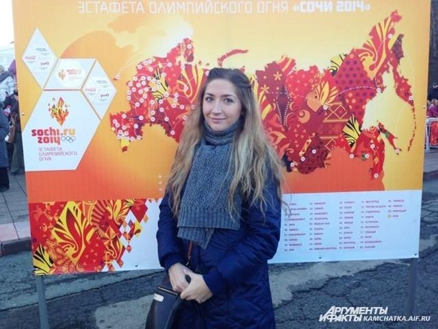 Горожане не упускали возможности сфотографироваться с Олимпийской символикой.