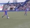 Алексей Ягудин увлеченно ведет мяч