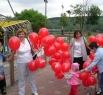 Еженедельник Аргументы и факты в Кузбассе дарил кузбассовцам подарки и воздушные шары