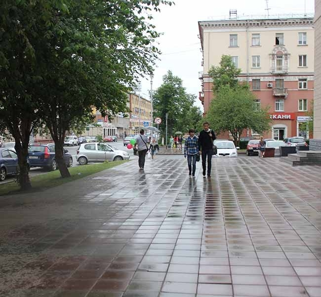 Под дождем город даже красивее...