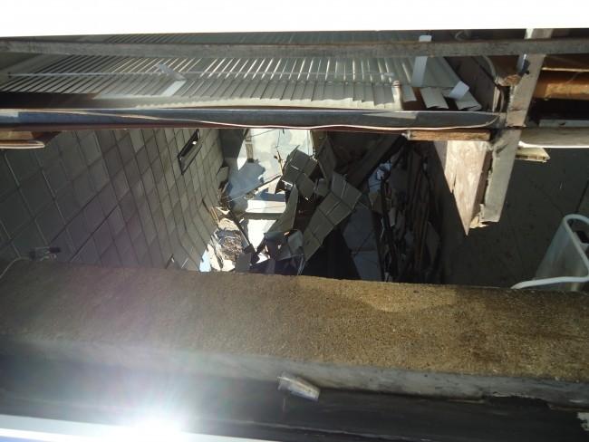 Крыша вокзала упала прямо на пассажиров