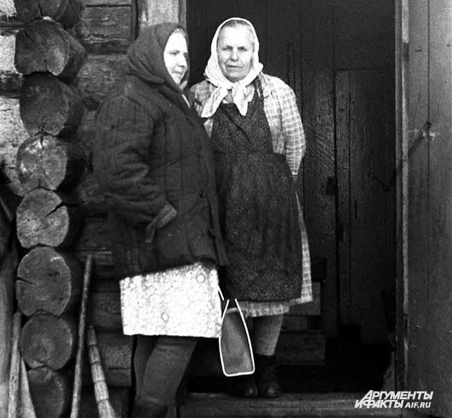 1968 г. Село Тальжино. Толстовцы Галина Гросбейн и Мария Бочкова
