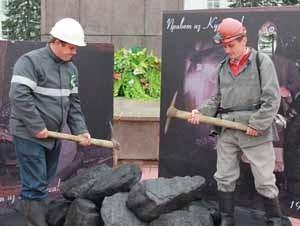 Каждый мог примерить шахтерскую форму