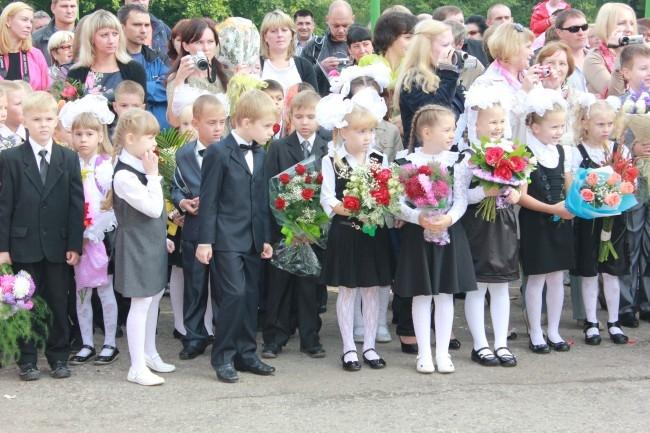 1 сентября -волнительный день для самых юных школьников, которые впервые переступили порог школы