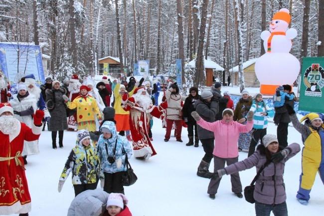 Детворы на Дне рождения Деда Мороза собралось не мало