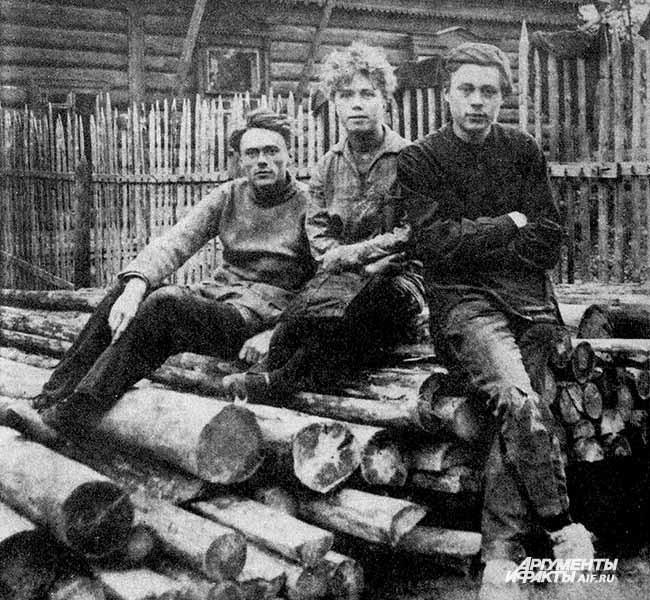 Фото изархива коммуны «Жизнь итруд». Учителя Густав Софья иГюнтер Тюрки