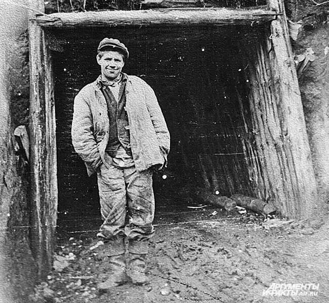 Из архива Прокопьевского рудника. У штольни. 1930-е годы