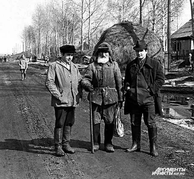 1968 г. Село Тальжино. Толстовец Иван Андреев и потомки
