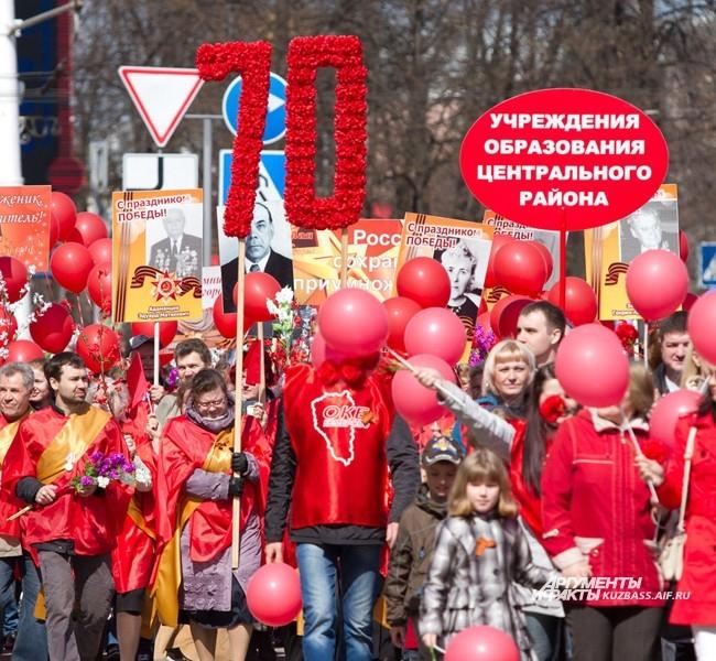 Улицы перед площадью Советов были заполнены народом