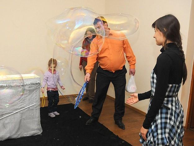 Мыльные пузыри - забава для всех возрастов. Теперь и в музее