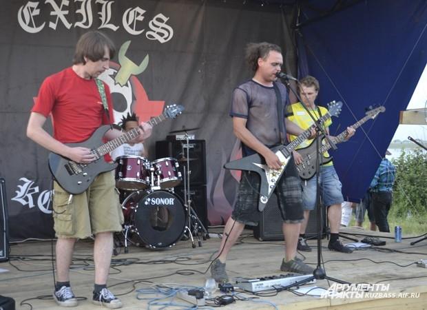 Для гостей феста выступила кемеровская группа «Rock Нация»