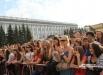 К моменту начала выступления «Мумий Тролля» на площади собралось около 10 тысяч человек