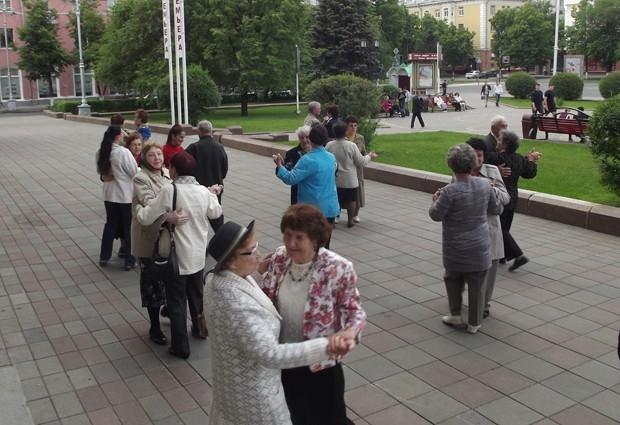 На площади перед Драмтеатром  музыка начинает играть в 18.30 каждое воскресенье