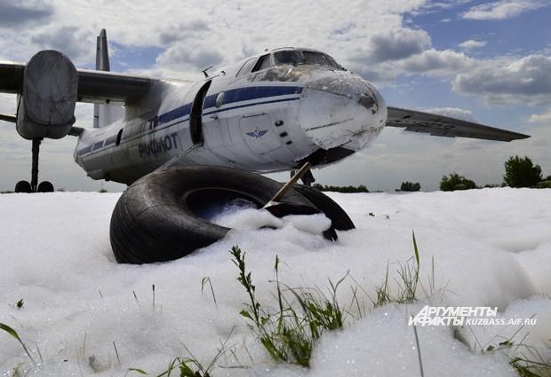 Старенький АН-26 так и останется стоять возле взлётной полосы до следующих учений