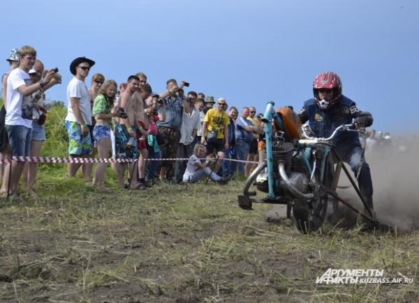 На унимотоцикле нужно проехать 31 метр. Кто быстрее, тот и чемпион