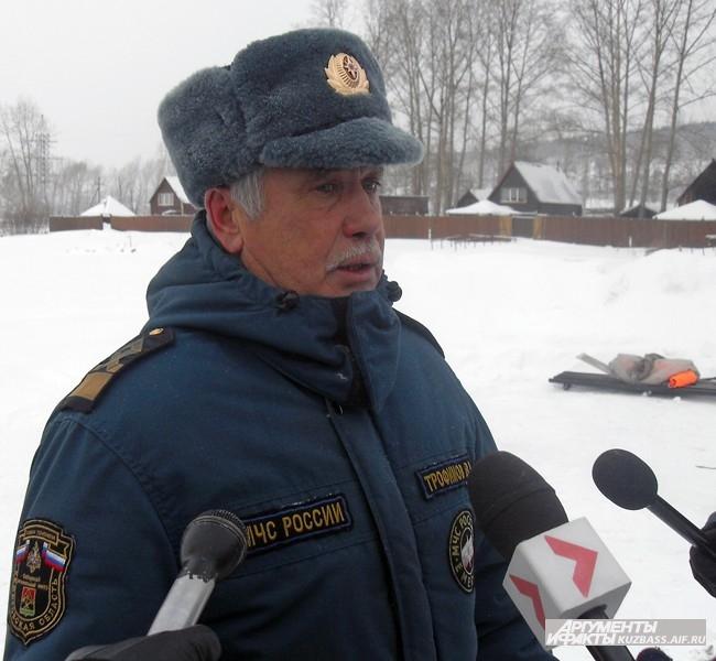 Виктор Трофимов, начальник отдела ГИМС Главного управления МЧС по Кемеровской области говорит, что сейчас на реках и озёрах области лёд довольно толст, например, на Томи его толщина достигает 40-60 см, однако, на любом водоёме могут быть участки с тонким