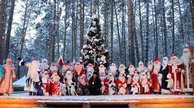 Все Деды Морозы - конкурсанты вместе. В этом конкурсе как никогда важно участие, а не победа. Ведь свой главный приз- любовь и похвалу зрителей, они уже получили