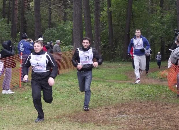 Участники ВИП-забега на трассе